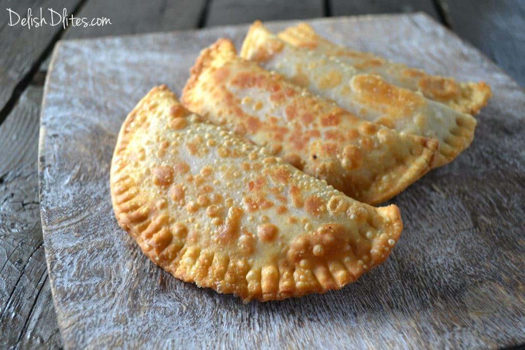 Pizza Empanadas (Empanadillas De Pizza) | Delish D'Lites